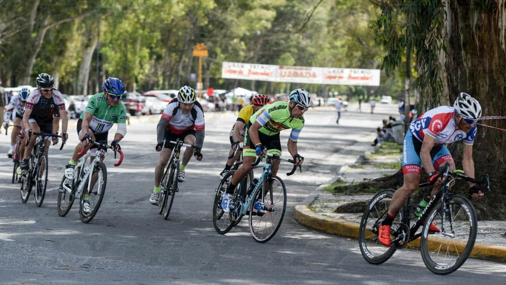 Ciclistas saladillenses corrieron en Lobos