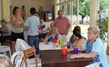 Intendente y funcionarios de Deportes visitaron la Colonia de Adultos Mayores en El Solar