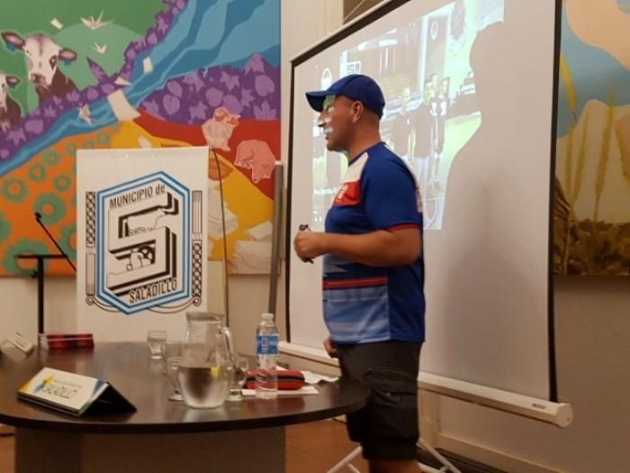 Jordi Sampietro dio charla en Saladillo