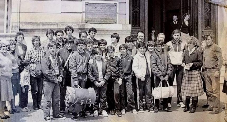 Hoy: equipo de basquet del club Huracán de los años 80