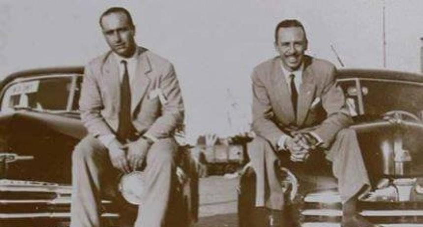 Hoy: foto histórica con Fangio y Galvez