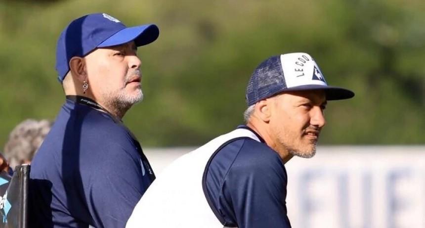 Maradona retomó la práctica vespertina con Gimnasia: los motivos de sus recurrentes ausencias y los viajes relámpagos previstos para fin de mes