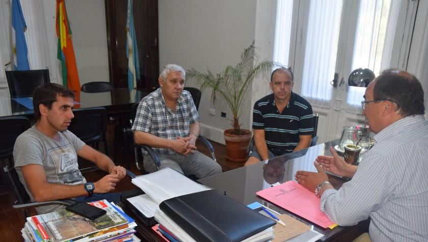 Salomón recibio autoridades del club Argentino