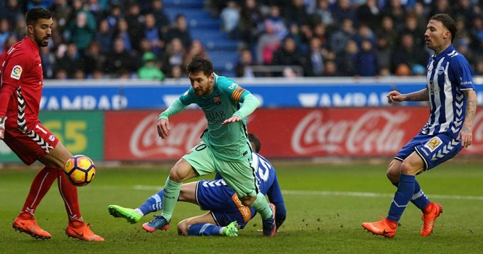 Barcelona humilló al Alavés con aporte de Messi