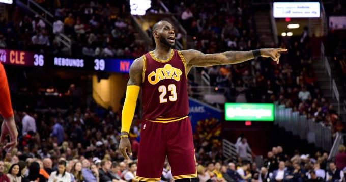 Lebron brilla con un nuevo triple - doble de victoria en la NBA