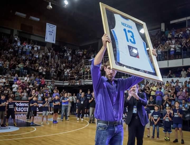 Se retiro la camiseta N°13 de la selección argentina de básquet