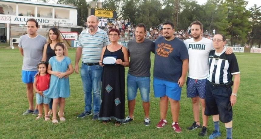 Homenaje a Polo Ramundo en el Santiago Salas