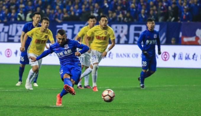 Tevez debutó con un gol y el Shangai goleó