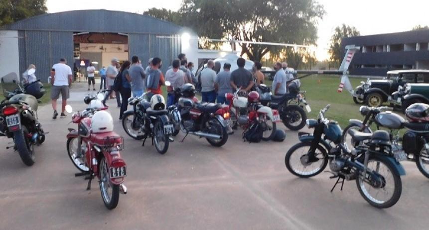 Se realizó la Segunda Noche de los Museos en Motos y Autos Clásicos