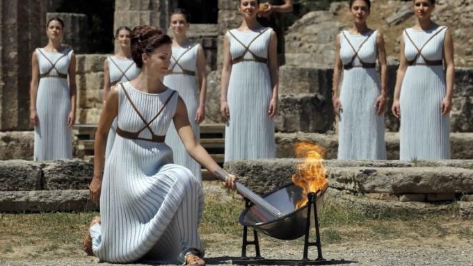 El fuego Olímpico ya brilla sobre la antorcha de los Juegos Rio 2016