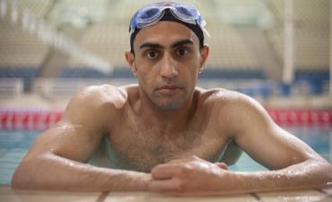 Un nadador refugiado que perdió parte de su pierna en la guerra en Siria llevará la Antorcha Olímpica Rio 2016