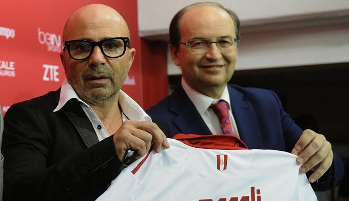 Sevilla admitió que la AFA busca a Sampaoli