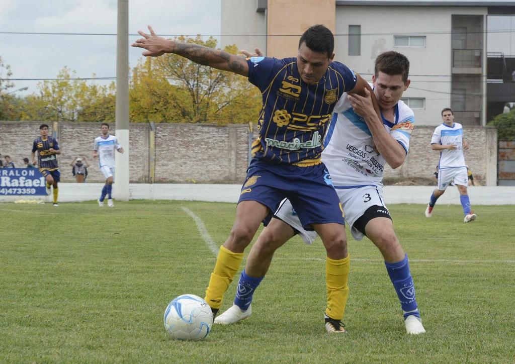 Ferro de Olavarría e Independiente igualaron en el partido de ida