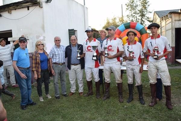 Salomón participó de la entrega de premios del torneo regional de Pato