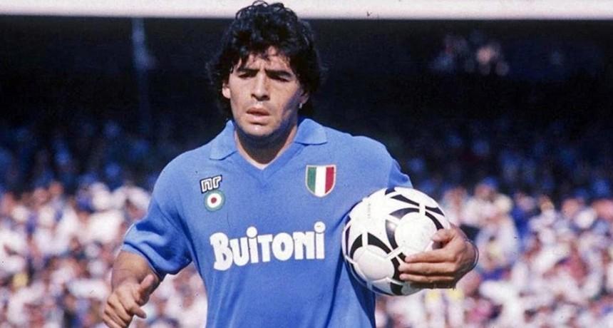 Subastan una camiseta de Maradona que uso en el Napoli para lucha contra el coronavirus