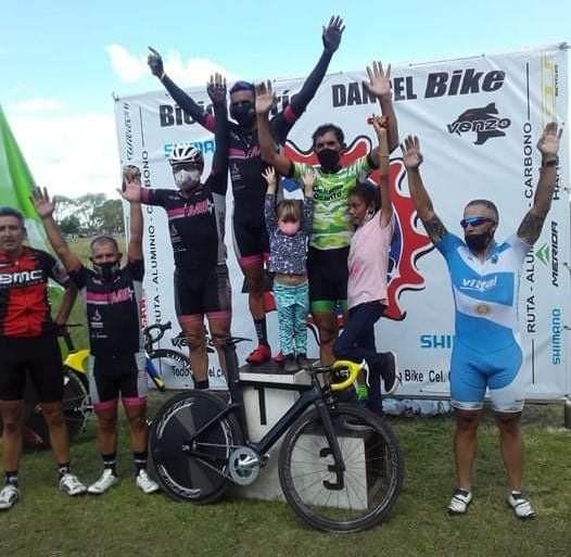 Triunfo de la saladillense Melina Dhan en la vuelta del Ciclismo en Tapalque