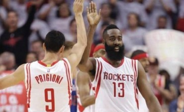 Con varios minutos de Prigioni, los Rockets ganaron ante los Clippers y siguen con vida