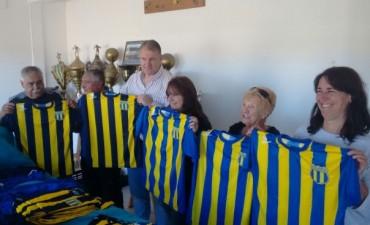 Ricardo Lissalde donó camisetas al club Unión Apeadero