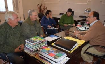 Representantes del Club Atucha fueron recibidos por el Intendente y funcionarios de Deporte Municipal