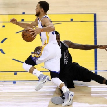 Los Warriors aplastaron a los Spurs (136-100)