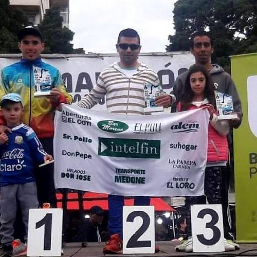 Gran carrera de Ezequiel Aguilera en los 10k de Azul