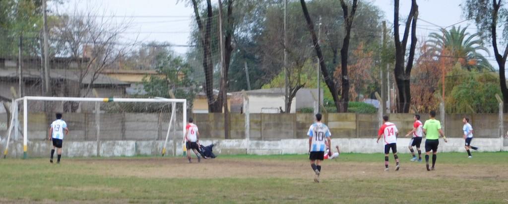 Defensores de Del Carril ganó en el Faustino Mieres