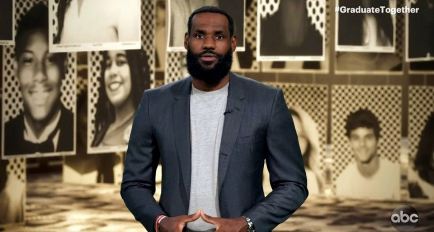 LeBron James organizo una ceremonia virtual para graduados de secundaria del 2020