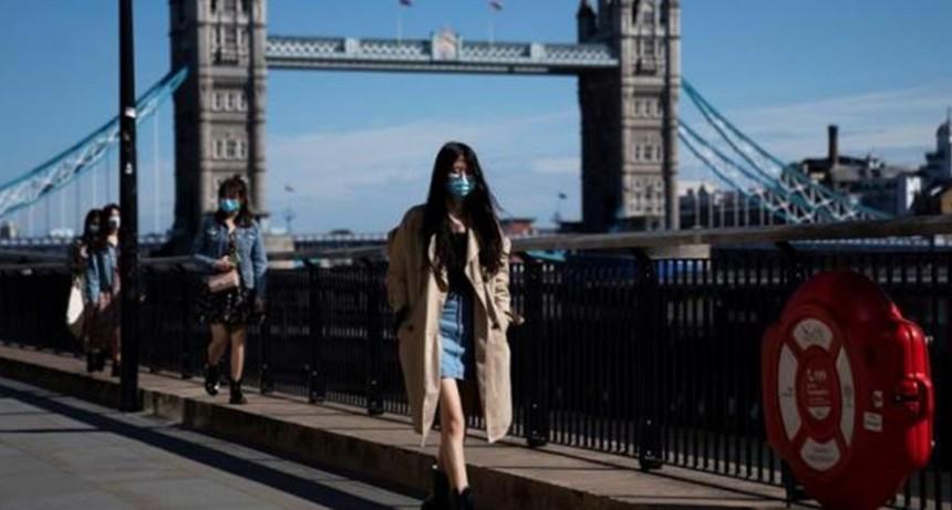 Reino Unido suma muertos y crecen las dudas sobre la apertura prevista para el lunes
