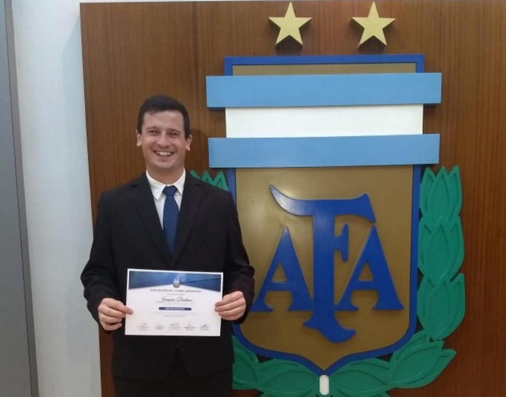 Joaquín Badano, árbitro de la Agrupación de Saladillo, firmó contrato con AFA