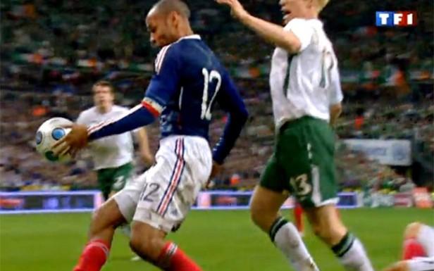 La FIFA sobornó a Irlanda para que no denunciase la mano de Henry