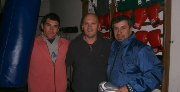 La Fundación Todos por un Sueño, entregó materiales de boxeo para el gimnasio de Claudio Molfino y Pablo Batista.