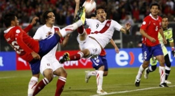 Chile y Perú buscan el primer pasaje a la final
