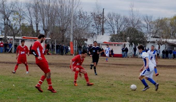 Se jugaron los partidos de ida de las semifinales de 1° y 2° División