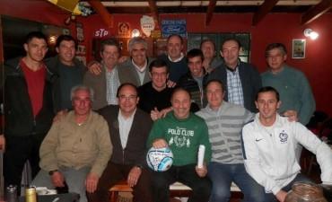 Periodistas y amigos agasajaron al Vasco Olarticoechea