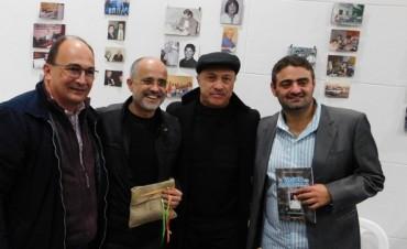 Daniel Arcucci junto a periodistas saladillenses