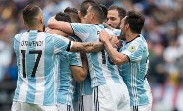 Argentina ganó con autoridad y se clasificó como líder