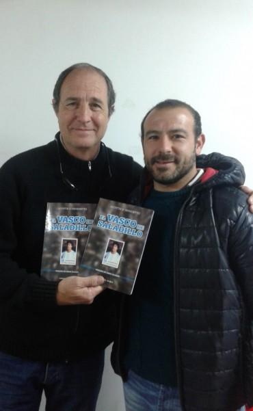Club Aeromodelista y el Saladillo Automovil club recibieron el libro: