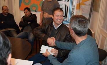 Deportes de Nación entregó aportes a los clubes Huracán y Saladillo Hockey