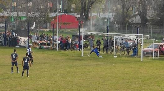 Huracán se quedó con el clásico ante Unión Apeadero por 3 a 0.