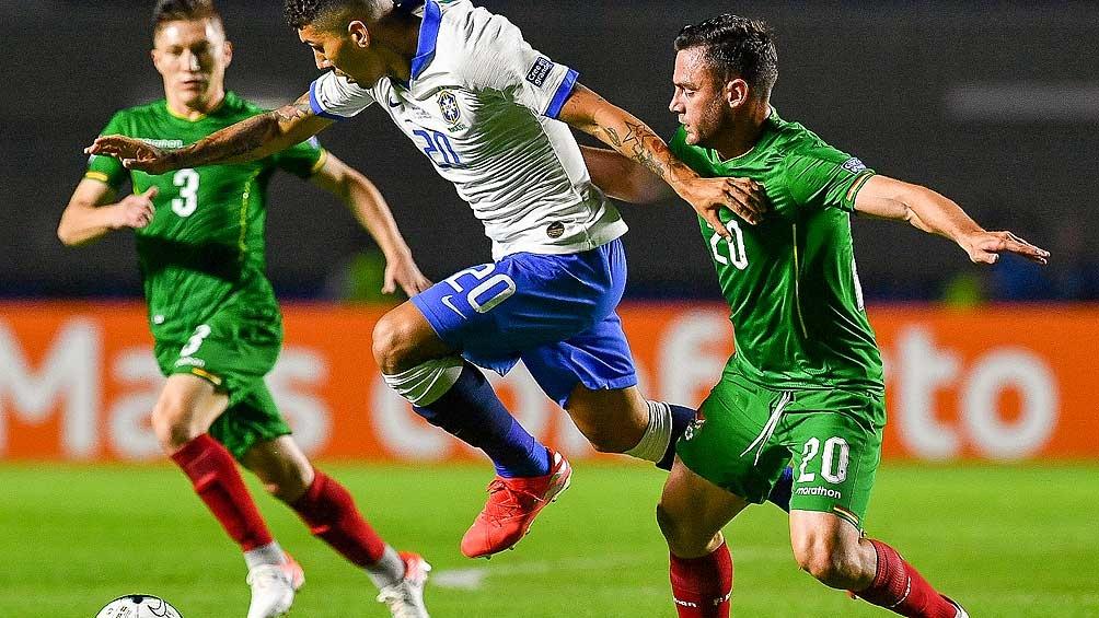 El local Brasil superó a Bolivia en el inicio de la Copa America
