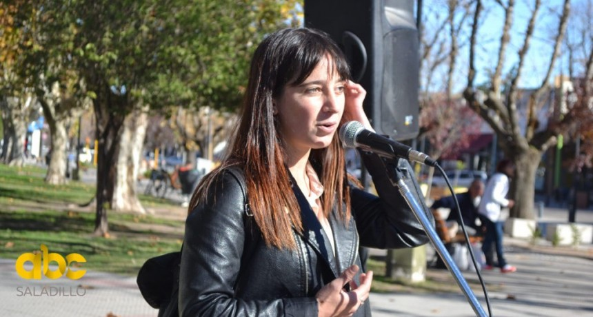 Periodistas fueron distinguidos en el busto a Mariano Moreno