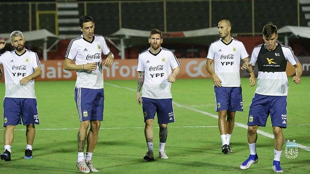 Messi-Agüero-Martínez, la última esperanza para seguir en el torneo