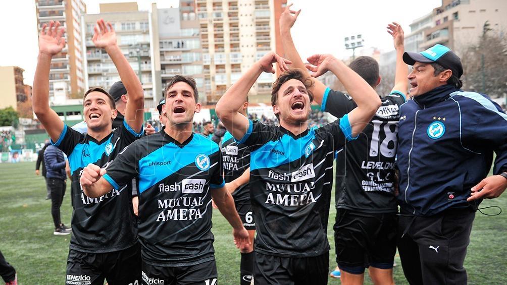 Villa San Carlos se impuso en los penales ante Excursionistas y ascendió a la Primera B