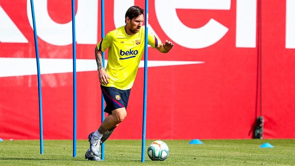Messi entrenó en forma diferenciada pero creen que jugará en el regreso de la Liga
