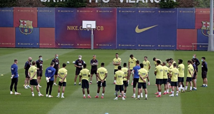 El Barça volvió a entrenarse con el plantel completo por primera vez desde marzo