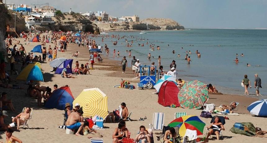 Las Grutas podría probar en septiembre los protocolos para reactivar las playas