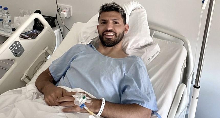 El Kun Agüero fue operado de la rodilla izquierda en Barcelona
