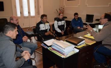 Proyectos sobre enseñanza del tenis consideraron en reunión Intendente y presidente del Club Huracán