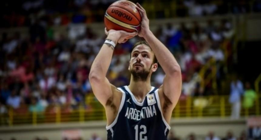 Marcos Delía se concentra con la selección argentina de básquet
