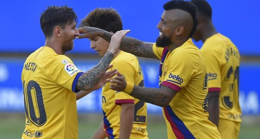 Messi marca un doblete en la goleada de Barcelona y solo un milagro le quitará un nuevo récord